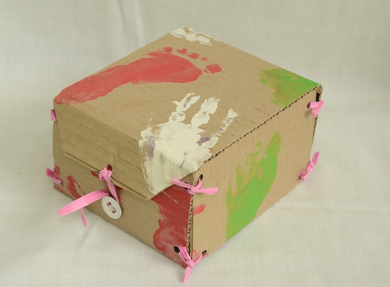 Decorating gift box with hand and foot prints