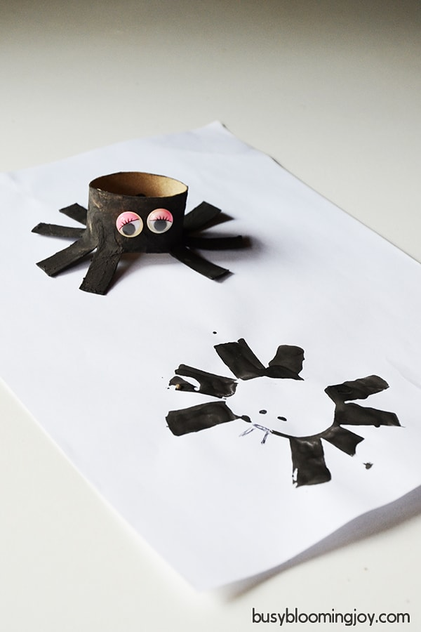 finishe cardboard spider for halloween