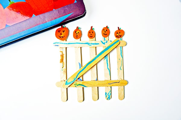Finger print pumpkin craft and toddler activity