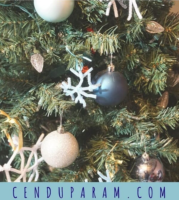 pipe cleaner snowflake Christmas tree ornament