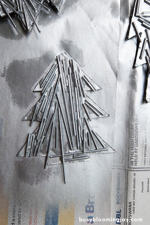 spray paint your spaghetti Christmas tree