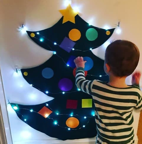 gourmetmutti felt Christmas tree decorating Christmas activity for toddlers