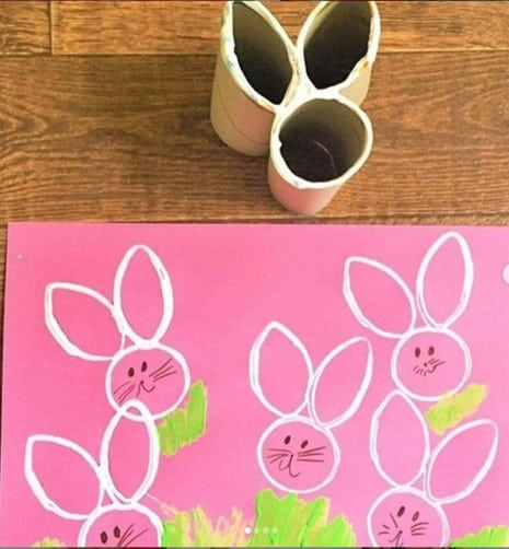 TP printed Easter bunny craft for preschooolers from @little.learners.playbook