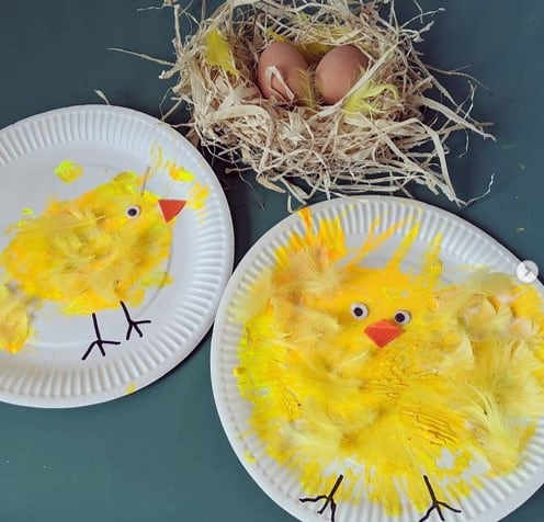Paper plate Easter chick craft from @cjs_playdays