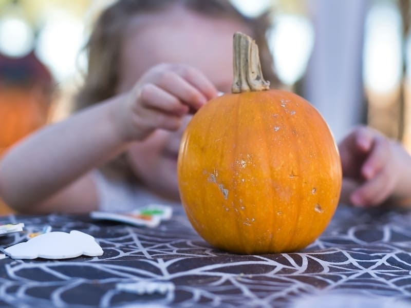 a fun and easy Halloween party idea for toddlers